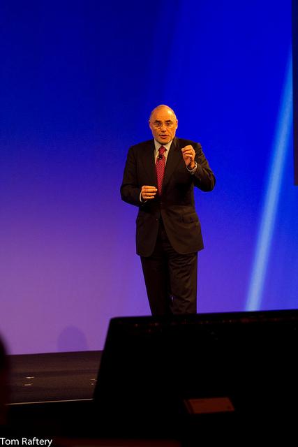 HP CEO Léo Apotheker addressing the HP Summit