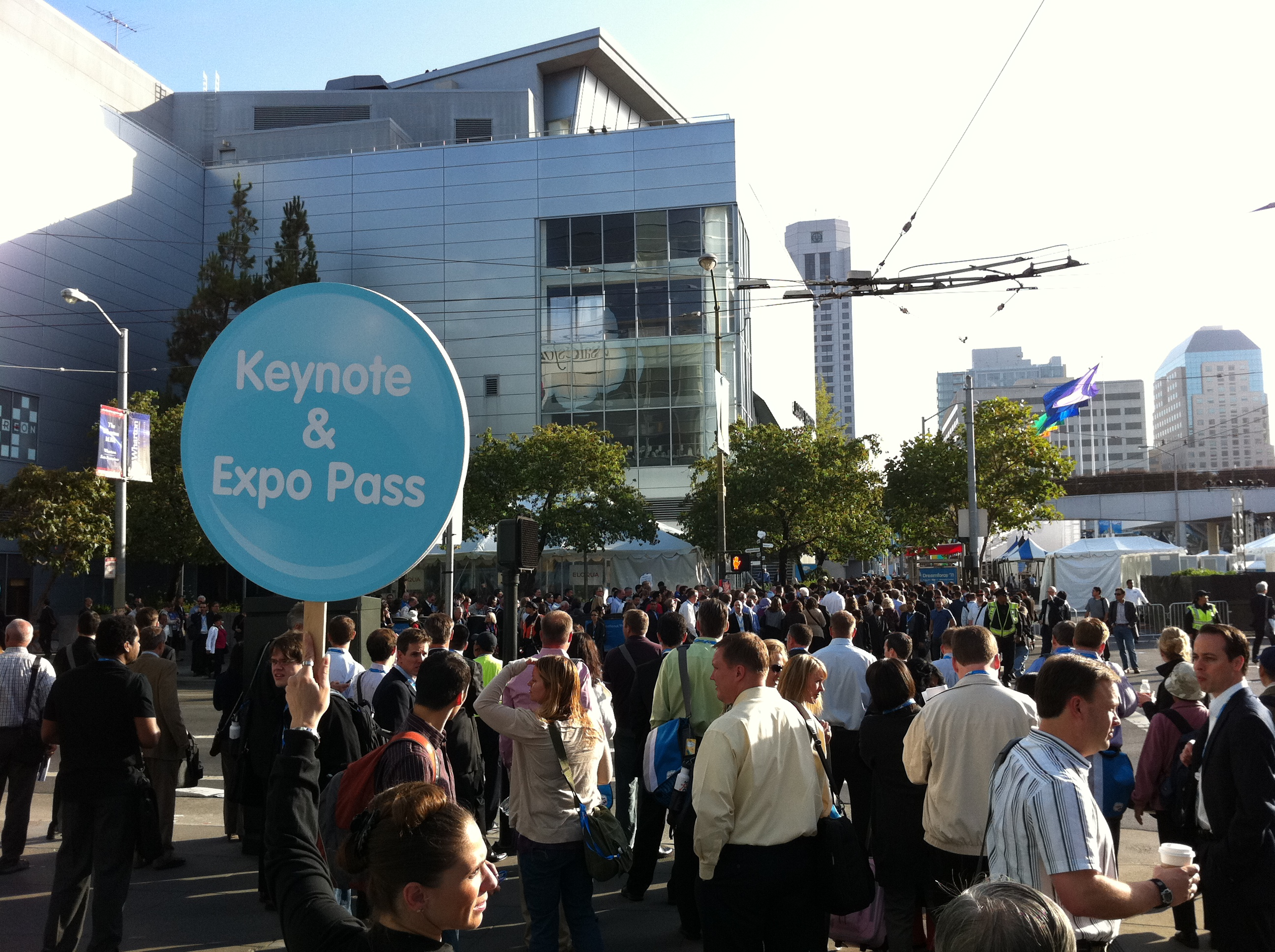 Crowds at Dreamforce 11 outside Moscone Center